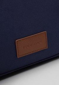 Pier One - Weekendveske - dark blue/cognac - 6