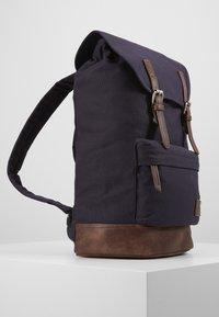 Pier One - UNISEX - Rucksack - dark blue/brown - 4