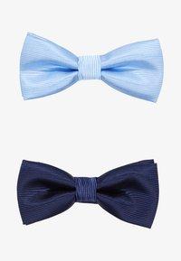 light blue/dark blue