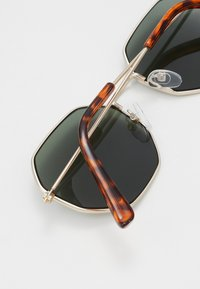 Pier One - Sonnenbrille - gold-coloured/green - 1