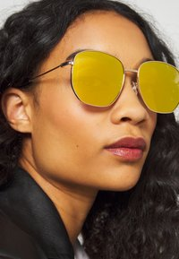Pier One - UNISEX - Sonnenbrille - gold-coloured - 1