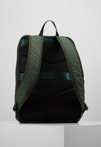 Pier One - UNISEX - Rucksack - green/black - 2