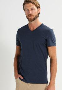 Pier One - 3 PACK - T-shirts basic - dark blue - 2
