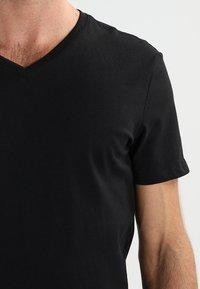 Pier One - 3 PACK - T-shirt basic - black - 4