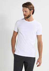 Pier One - 2 PACK - Basic T-shirt - white - 2
