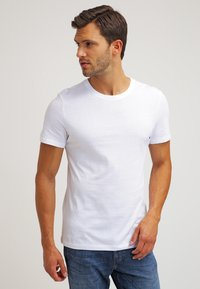 Pier One - 2 PACK - T-shirt basic - white/black - 2