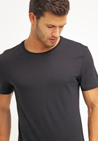 Pier One - 2 PACK - Basic T-shirt - white/black