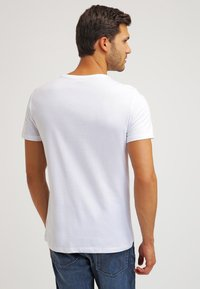 Pier One - 2 PACK - T-shirts basic - white/black - 3