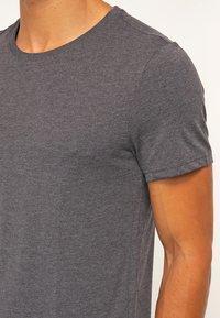 Pier One - 2 PACK - T-shirt basique - dark grey melange - 4