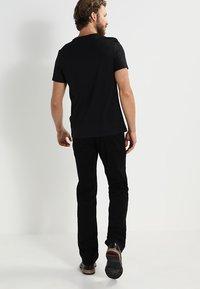 Pier One - 2 PACK - T-shirt - bas - black - 3
