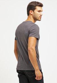 Pier One - 2 PACK - T-shirts basic - dark grey melange - 3
