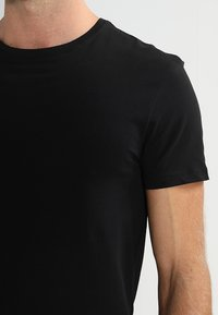 Pier One - 2 PACK - T-shirt basic - black - 4