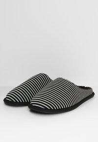 Pier One - Domácí obuv - black/grey - 2