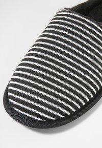Pier One - Domácí obuv - black/grey - 5