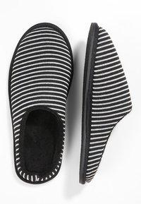 Pier One - Domácí obuv - black/grey - 1
