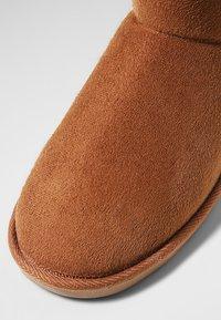 Pier One - Domácí obuv - brown - 5