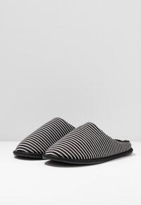 Pier One - Chaussons - black - 2