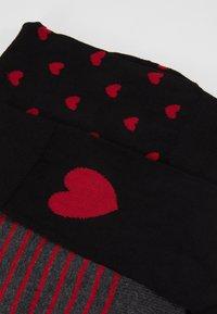 Pier One - 3 PACK - Ponožky - black/dark red - 2