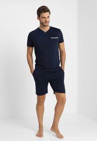 Pier One - 2 Pack - Pyjamahousut/-shortsit - grey/dark blue - 0