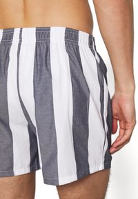 Pier One - Pantaloni del pigiama - white/dark blue - 3