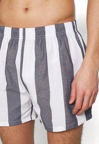 Pier One - Pantaloni del pigiama - white/dark blue - 1