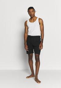 Pier One - 2 PACK - Pyjama bottoms - khaki/black - 0