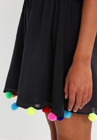 Pitusa - POM POM FESTIVAL DRESS - Strandaccessoire - black - 4