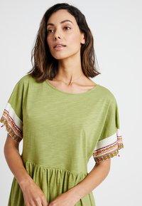 Pitusa - LITTLE LAMA DRESS - Beach accessory - olive - 3
