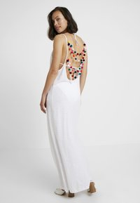 Pitusa - FULL LENGTH POM POM NECK DRESS - Strandaccessoire - white - 2