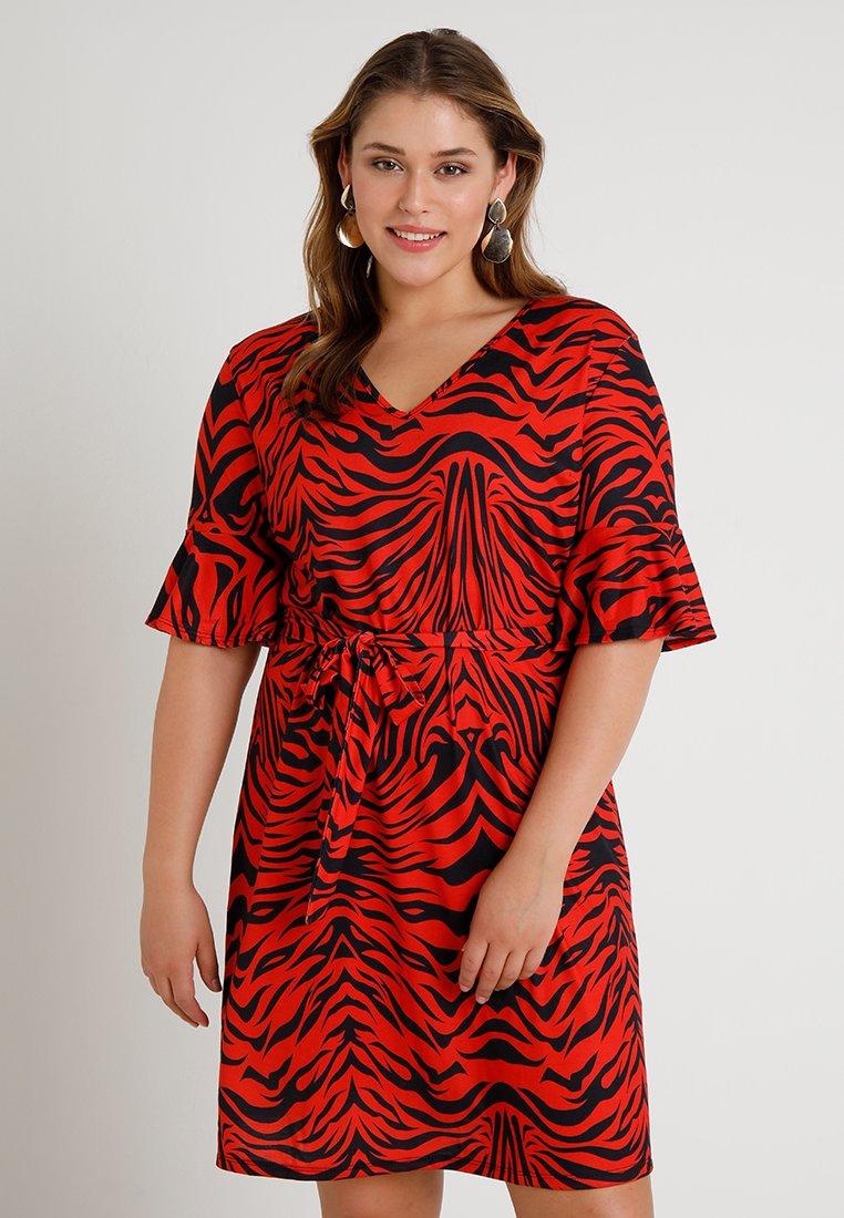 Pink Clove - TIGER PRINT FRLLED SLEEVE SHIFT DRESS - Freizeitkleid - red