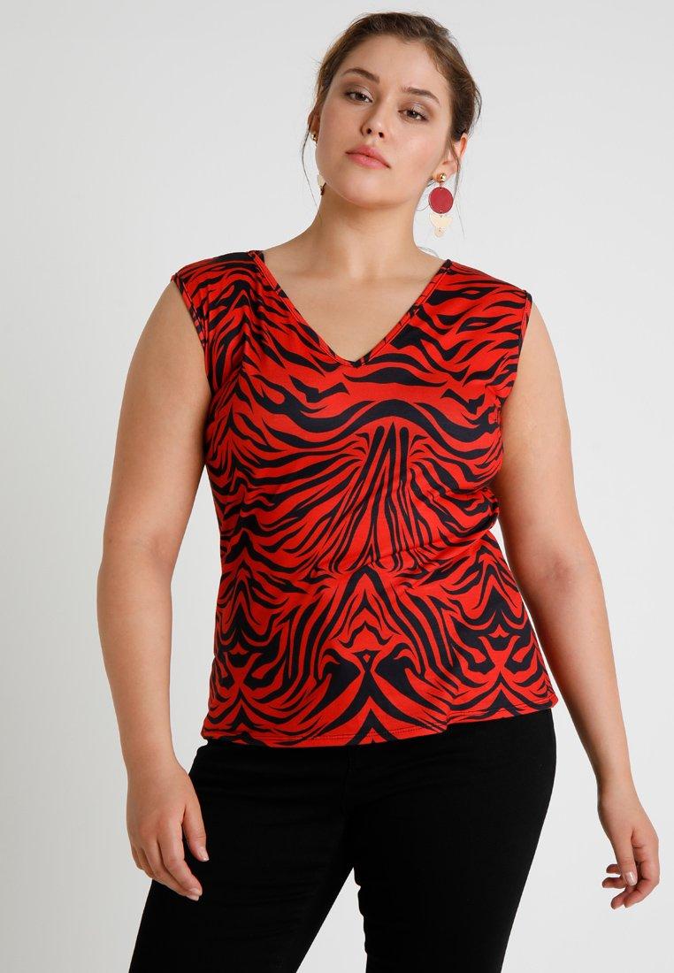 Pink Clove - Print T-shirt - red