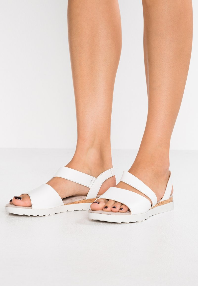 Pier One Wide Fit - Wedge sandals - white