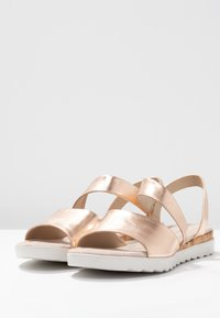 Pier One Wide Fit - Wedge sandals - rose gold - 4
