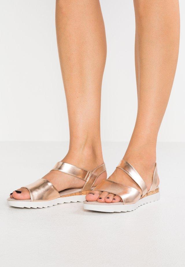 Sandalen met sleehak - rose gold