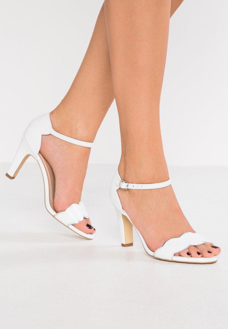 Pier One Wide Fit - Zapatos de novia - white