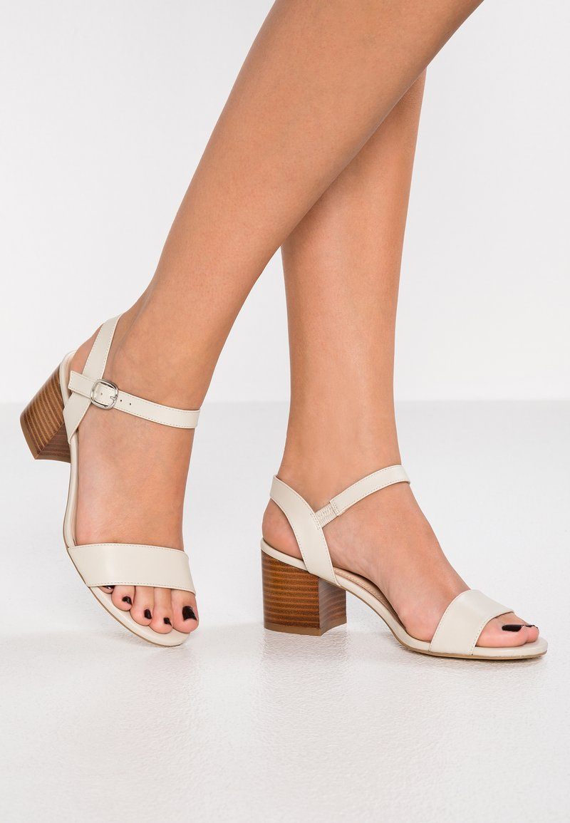Pier One Wide Fit - Sandalias - offwhite