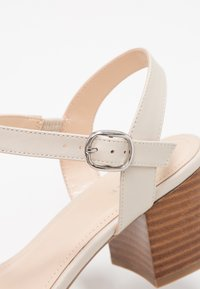 Pier One Wide Fit - Sandalias - offwhite - 2
