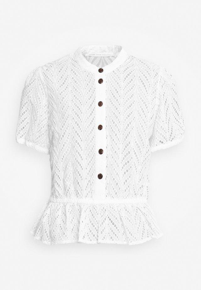 BRITANIA BUTTON - Bluse - white