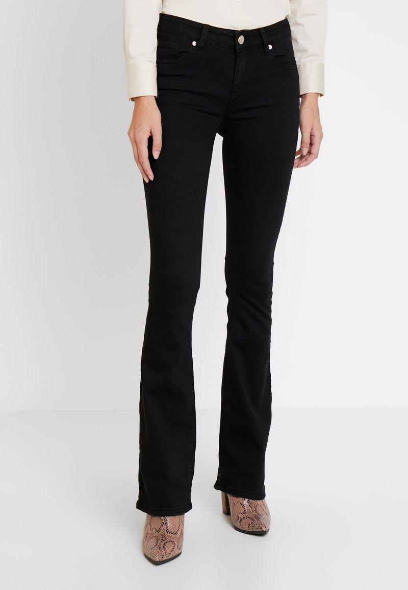 Pieszak - MARIJA FLARE SWAN - Flared jeans - black