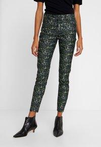Pieszak - DIVA CROPPED FUNKY LEOPARD - Jeans Skinny Fit - green - 0