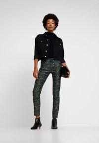 Pieszak - DIVA CROPPED FUNKY LEOPARD - Jeans Skinny Fit - green - 1