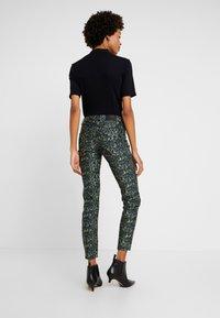 Pieszak - DIVA CROPPED FUNKY LEOPARD - Jeans Skinny Fit - green - 2