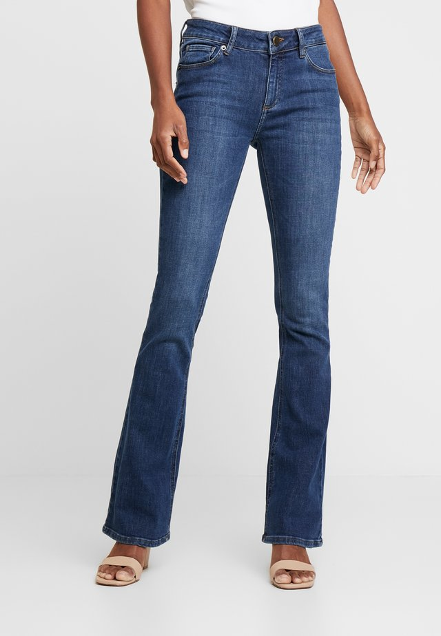 MARIJA WASH WASHINGTON - Flared jeans - denim blue