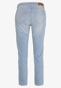 Pieszak - NORA REGULAR WASH PADDINGTON - Jeans Skinny Fit - denim blue - 1
