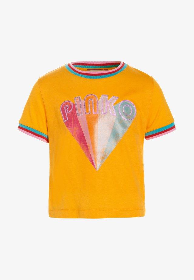 VARA  - T-shirt con stampa - zinnia
