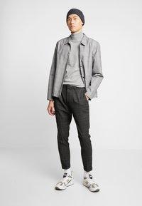Piazza Italia - PANTALONE - Trousers - grigio - 1