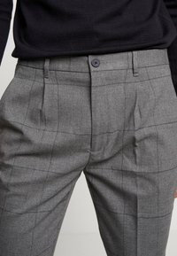 Piazza Italia - PANTALONE SLIM FIT - Trousers - grigio - 3