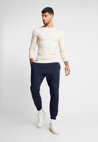 Piazza Italia - PANTA FITNESS - Pantalones deportivos - blue - 1