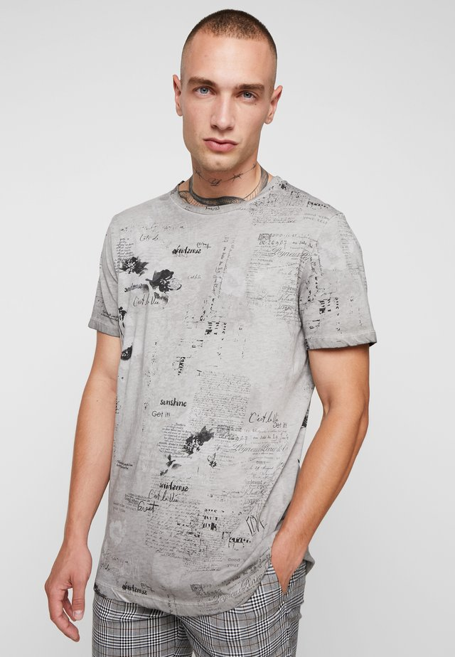 PARSTUO - T-shirt med print - grey