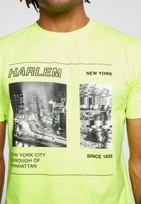 Piazza Italia - Print T-shirt - yellow - 4